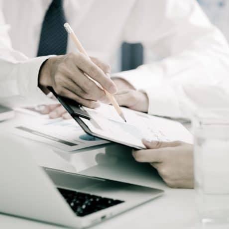 Contratti pubblici: proroga tecnica, motivazione rafforzata